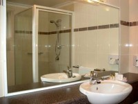 armidale_pines_bathroom_3_lrg